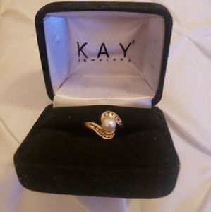 Ladies diamond & pearl ring